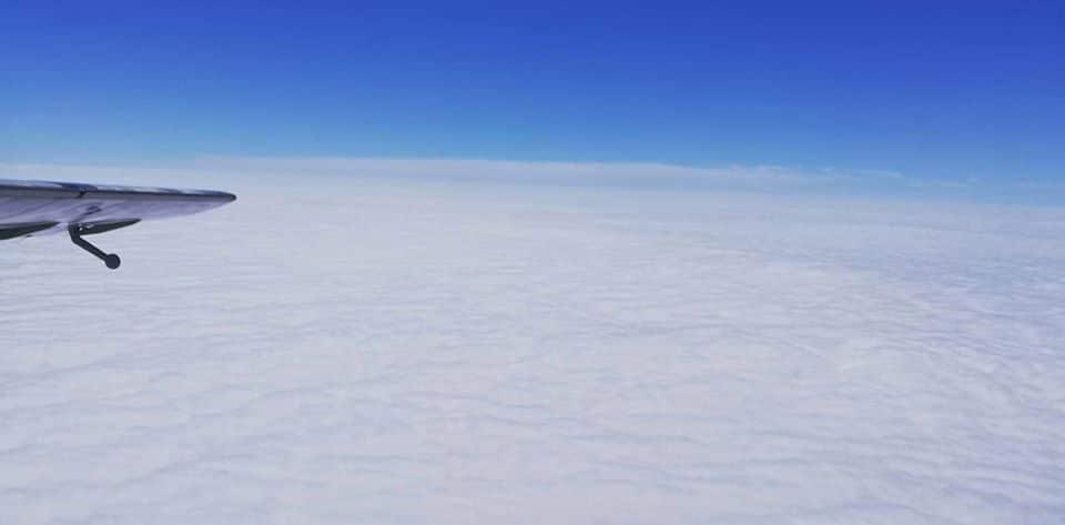 blekit nieba biale chmury - Początek skocznego lata